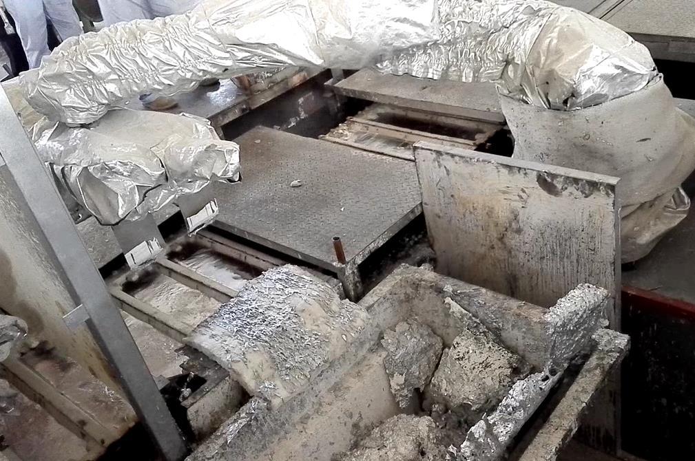 重熔铝锭机器人刮渣设备