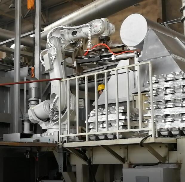 铝锭机器人投料设备